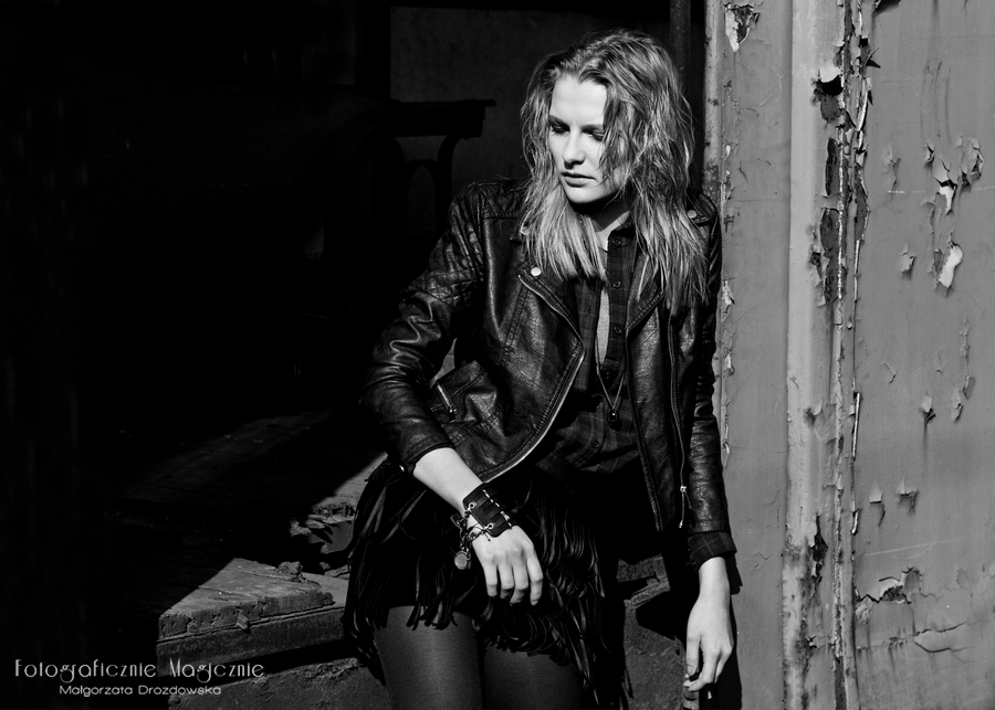 sesja fashion czarno-biala 04